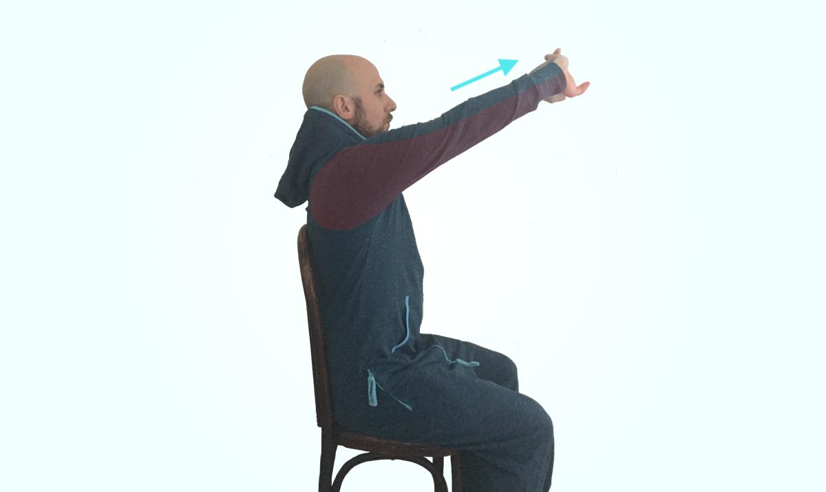 Etirements assis bras tendus